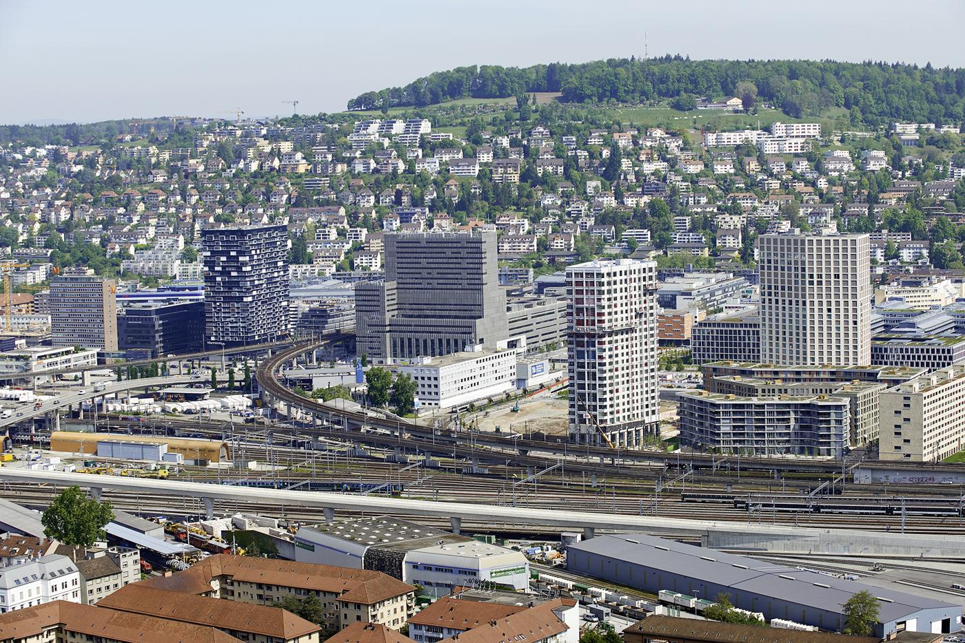 Zurich argovie une m tropole financi re dot e d une for Piscine zurich